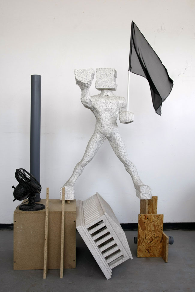 Giant and cold wind | Styrofoam, paint, plywood, fan, pvc pipes, flag | 160 x 50 x 110cm | 2012