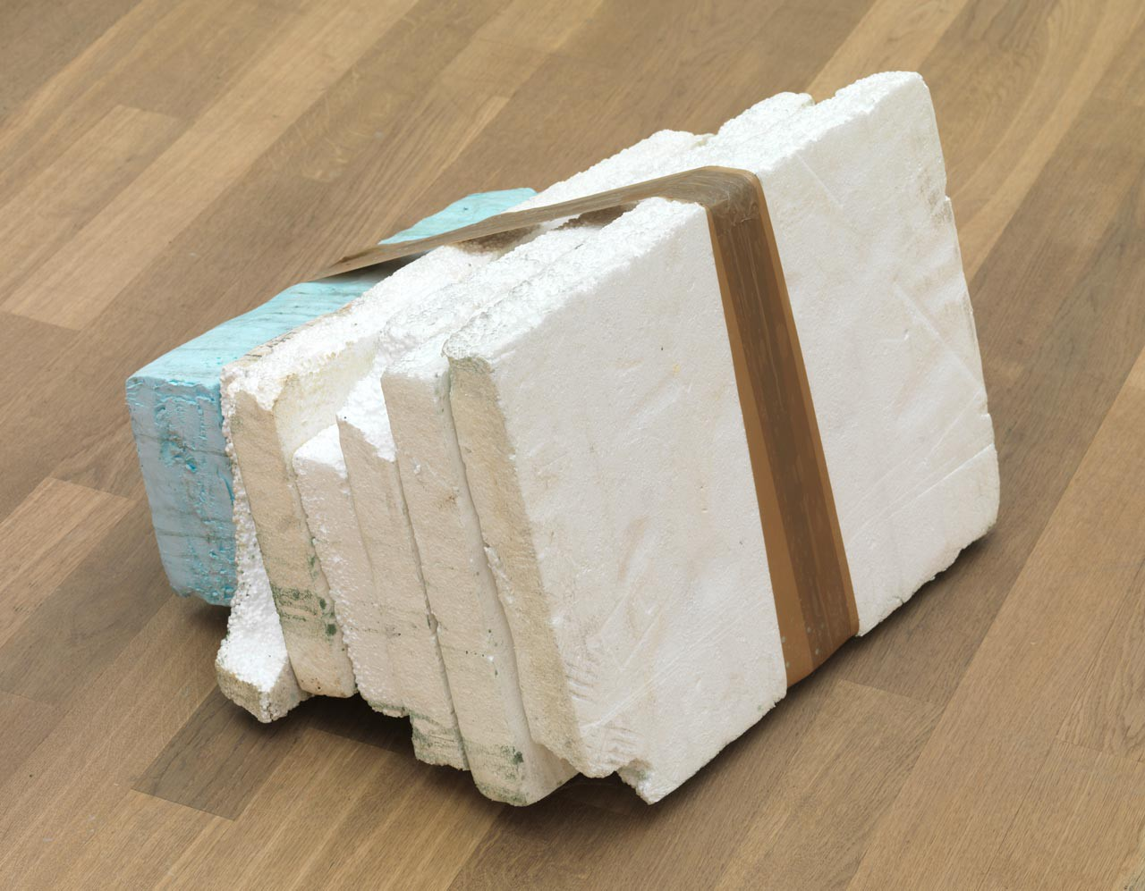 Untitled | 2011 | Styrofoam, Styrodur, tape, colour dust | 30 x 50 x 40 cm | photo: Bernd Borchardt