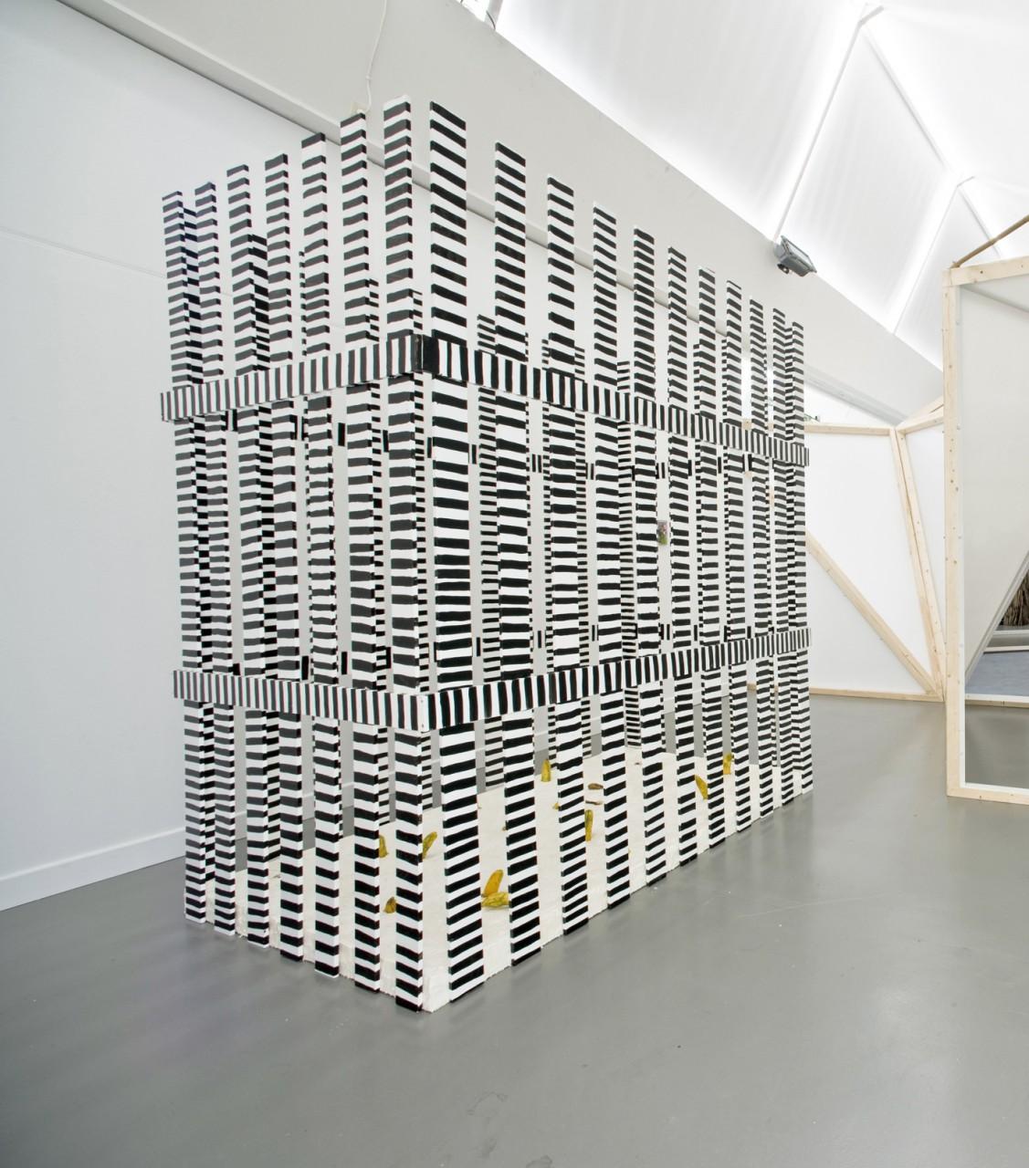 Cucumberfield, 2008, Gurken, Latex, Schaumstoff auf Leinwand, Holz, Lack , 220 x 138 x 260 cm