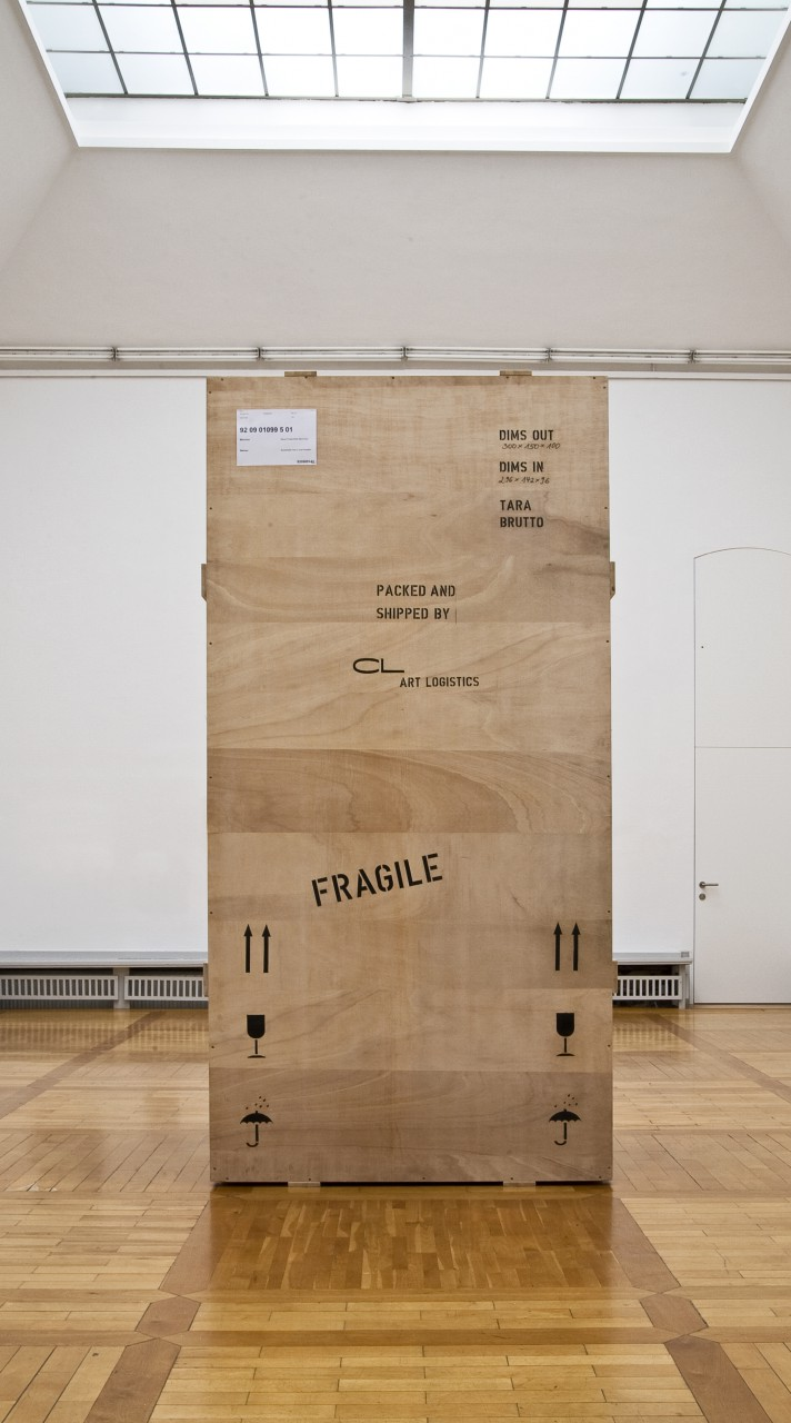 Fragile [Adonis transport box], 2009, plywood board, steel plate, 300 x 150 cm mirror [inside], 300 x 150 x 100 cm – Kunsthalle Harry Graf Kessler, Weimar