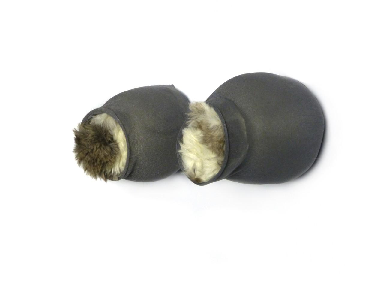 Gretchen in der Stube Teil 1, Nr.2, Nylons, sheep`s wool, rabbit fur, needled, 8x14x10 cm