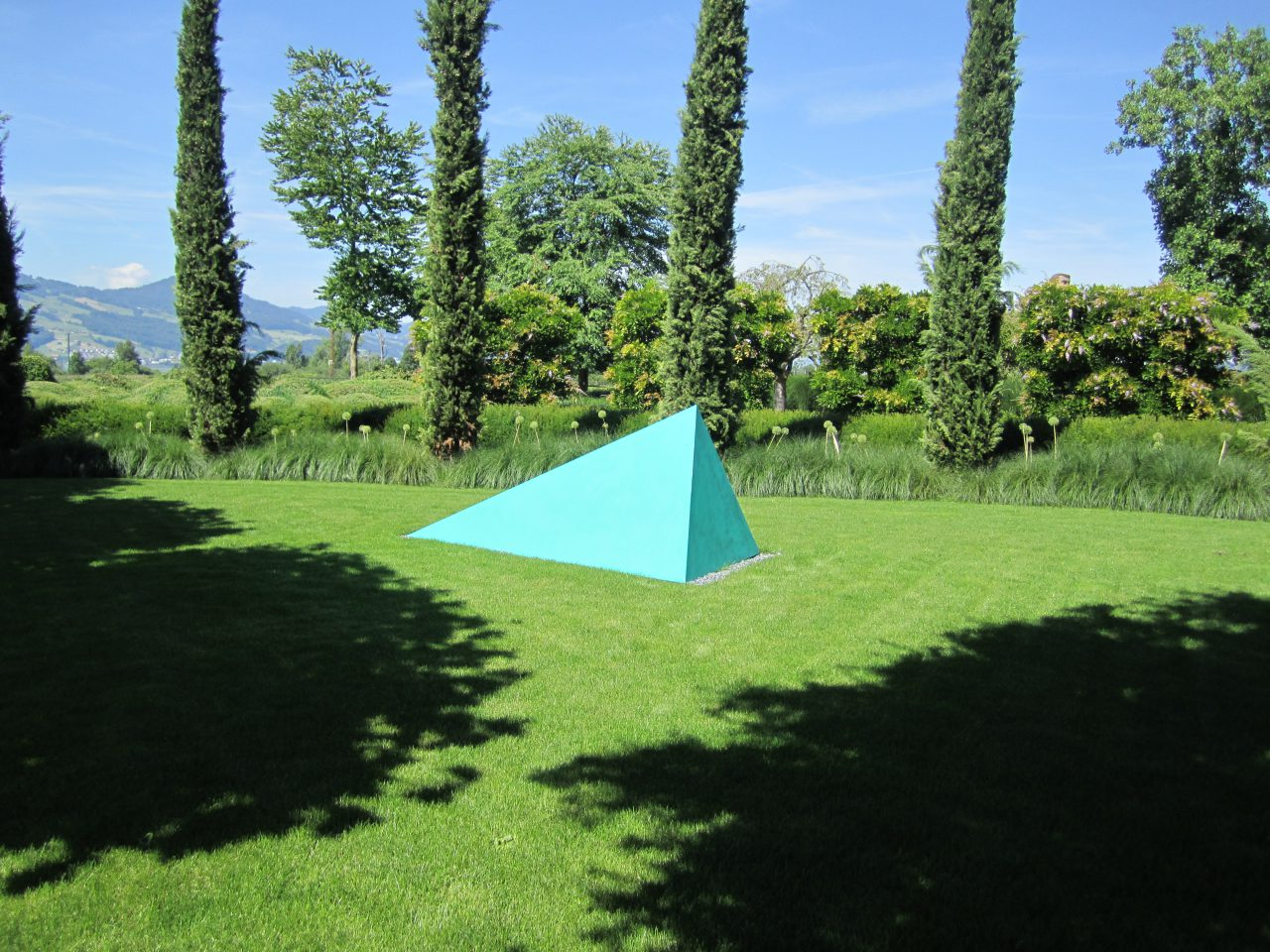 Comment vivre ensemble | 2015 | coated aluminium, spruce 120 x 310 x 140 cm exhibition views, Enea Tree Museum, Rapperwil–Jona, Switzerland