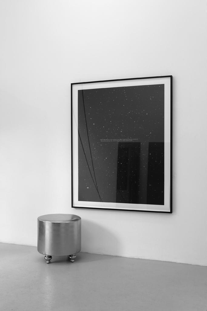 Ein Lügenbild lebendiger Gestalten (Sternbild Installation), 2009, Inkjet Print (incl.Rahmen), 138,5 x 109 cm