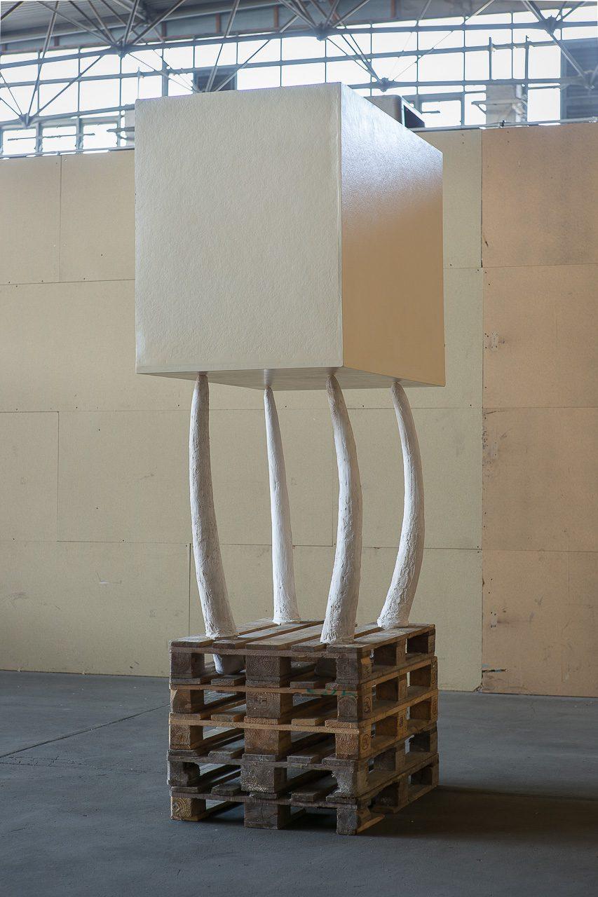 White box, 1990 | plaster, wood, varnish | 280 × 140 × 100 cm