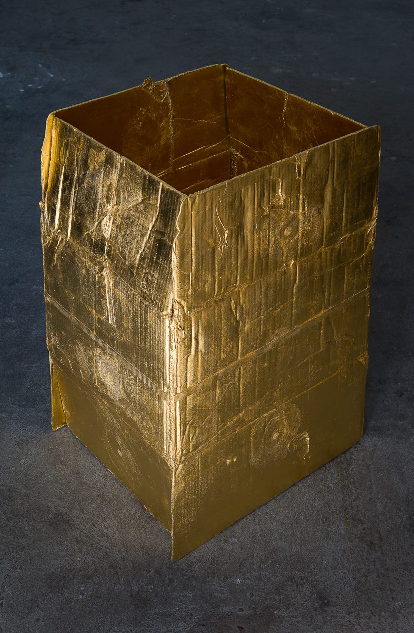 Strapped box, 2015 | aluminum sandcasting, gold-plated, 24 ct | 70 × 50 × 42 cm