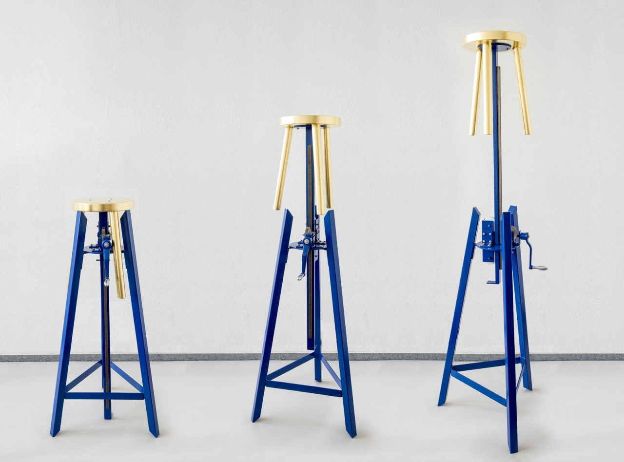 We ego I mechanic sculpture I steel, golden stool, mechanical parts, paint I 130/250 x 60 x 60 cm
