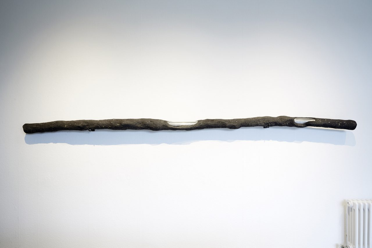 Paul | 2015 | Aluminium, loam, pigments, hay | 330cm x 9cm | photo: Markus Bachmann