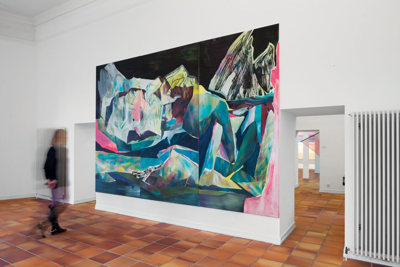 Ivonne Dippmann WV 2015 – 218 | Passed cement in gray/beige, triptych, acrylic, gouache, ink, spraypaint on canvas, 290×420 cm © Michael Belogour, GfjK Baden-Baden 2015