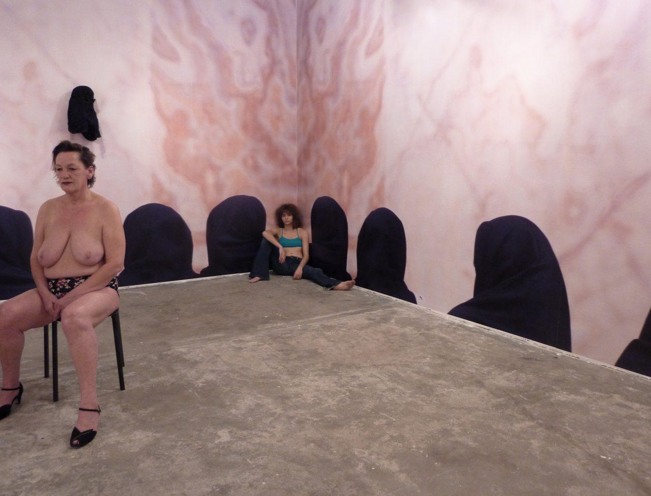 M portrait live installation women