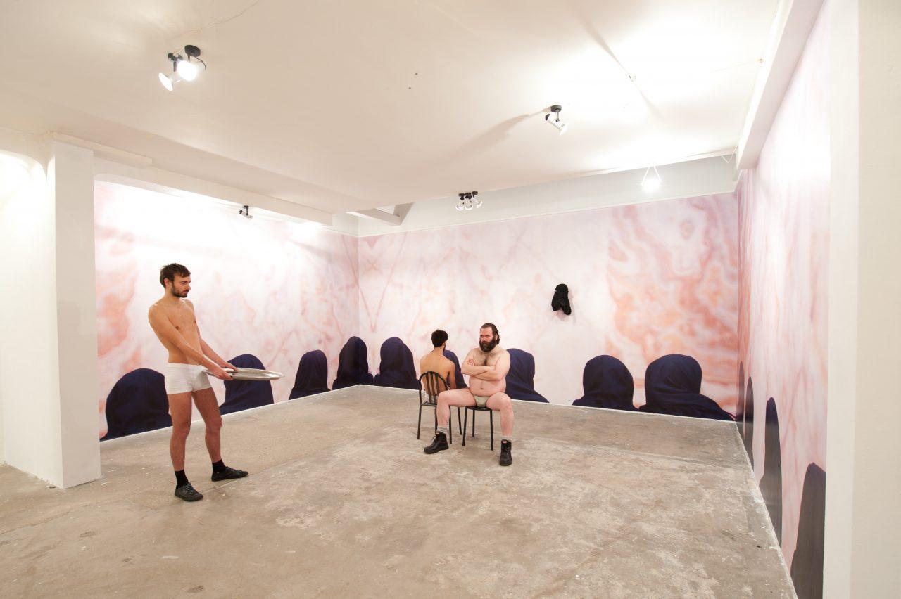 M portrait live installation men