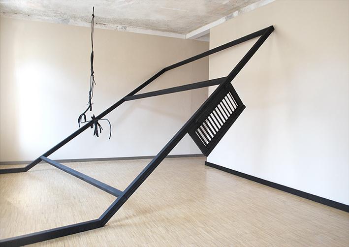 """""""schwarz:Haus"""", 2014, Installation view, Kunsthaus Galerie Erfurt, 5,50 x 3,20 x 2,70 m"""