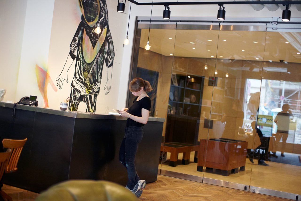 Ivonne Dippmann WV 2015 – 220 | Paul, acrylic, ink, gouache on wall, total 280×200 cm, Ivonne Dippmann, lobby Mindspace Berlin 2015 © Daniela Müller-Brunke