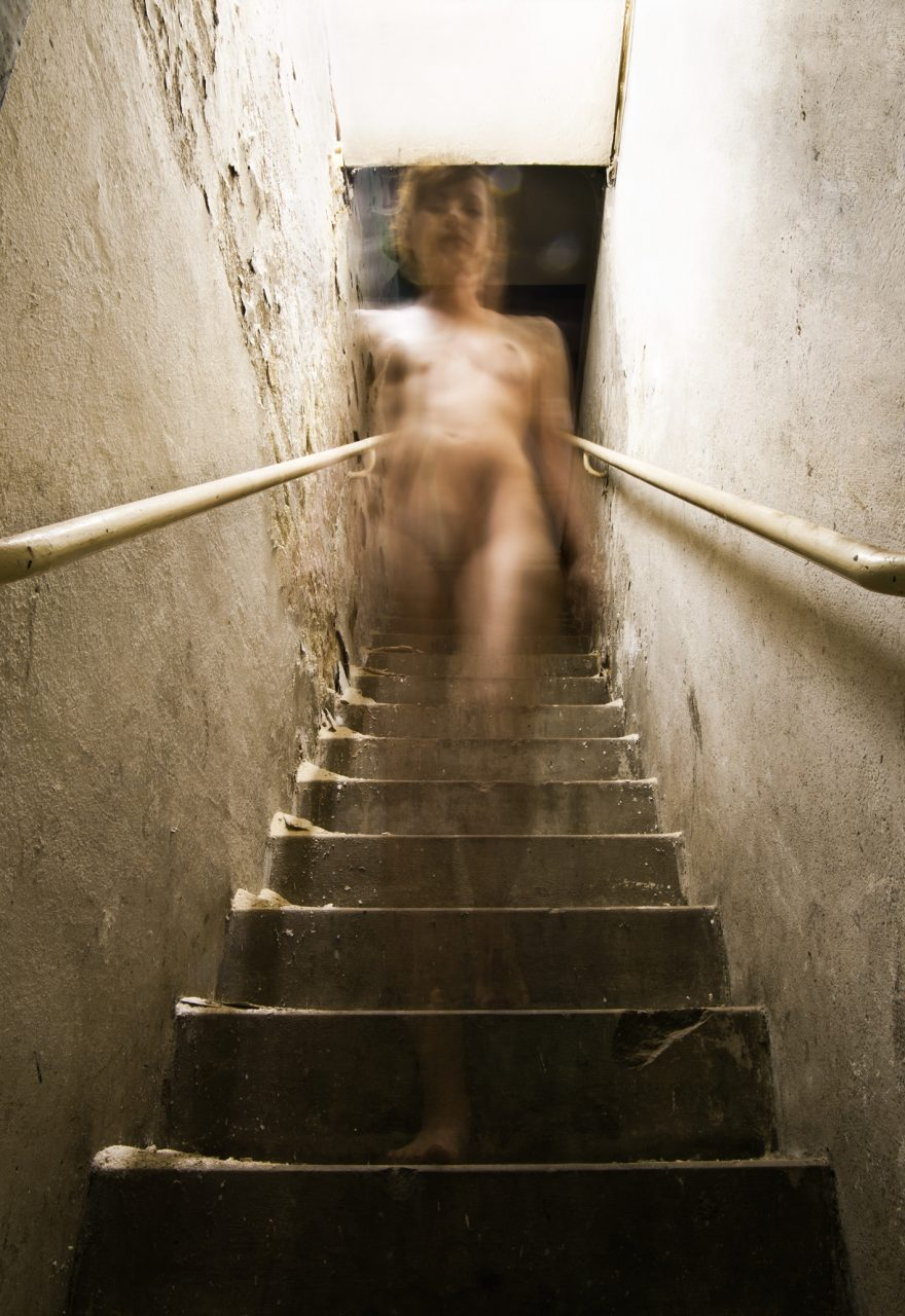 Akt, die Treppe herabsteigend [Nude descending the staircase], 2016, C-Print on Dibond, 160 x 110 cm