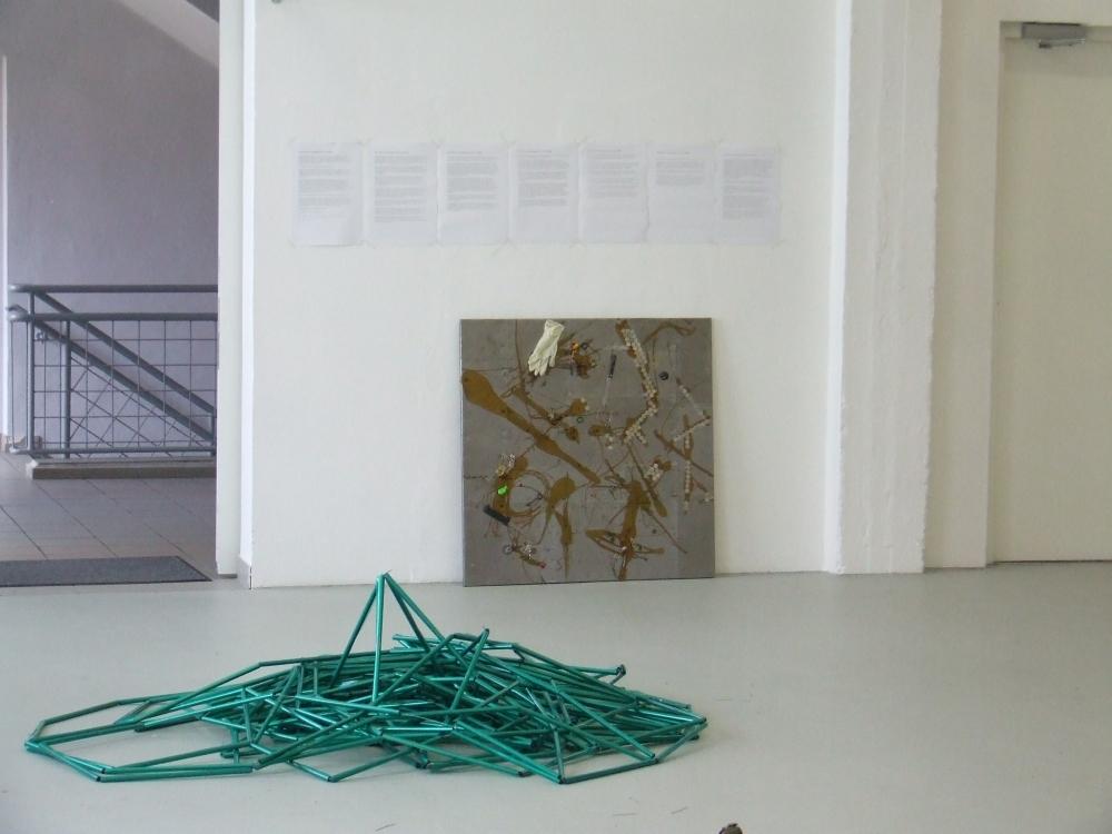 ausstellung kunsthalle krems factory, informelle plastik und materialbild auf metall