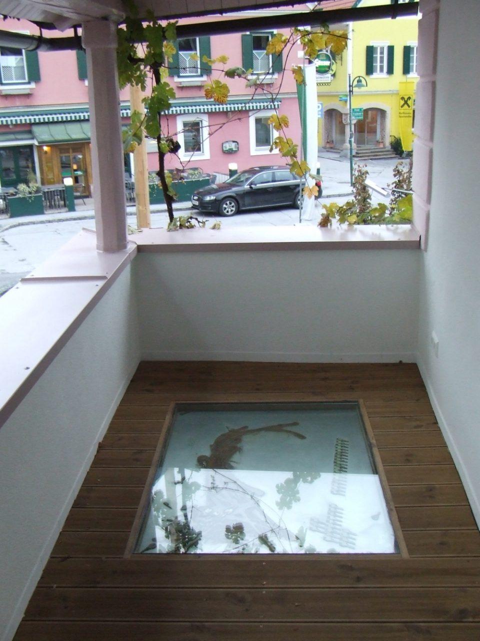 projekt veranda villa weiss, ligist/austria; begehbare schlüsselakkumulation auf metall, unter glas