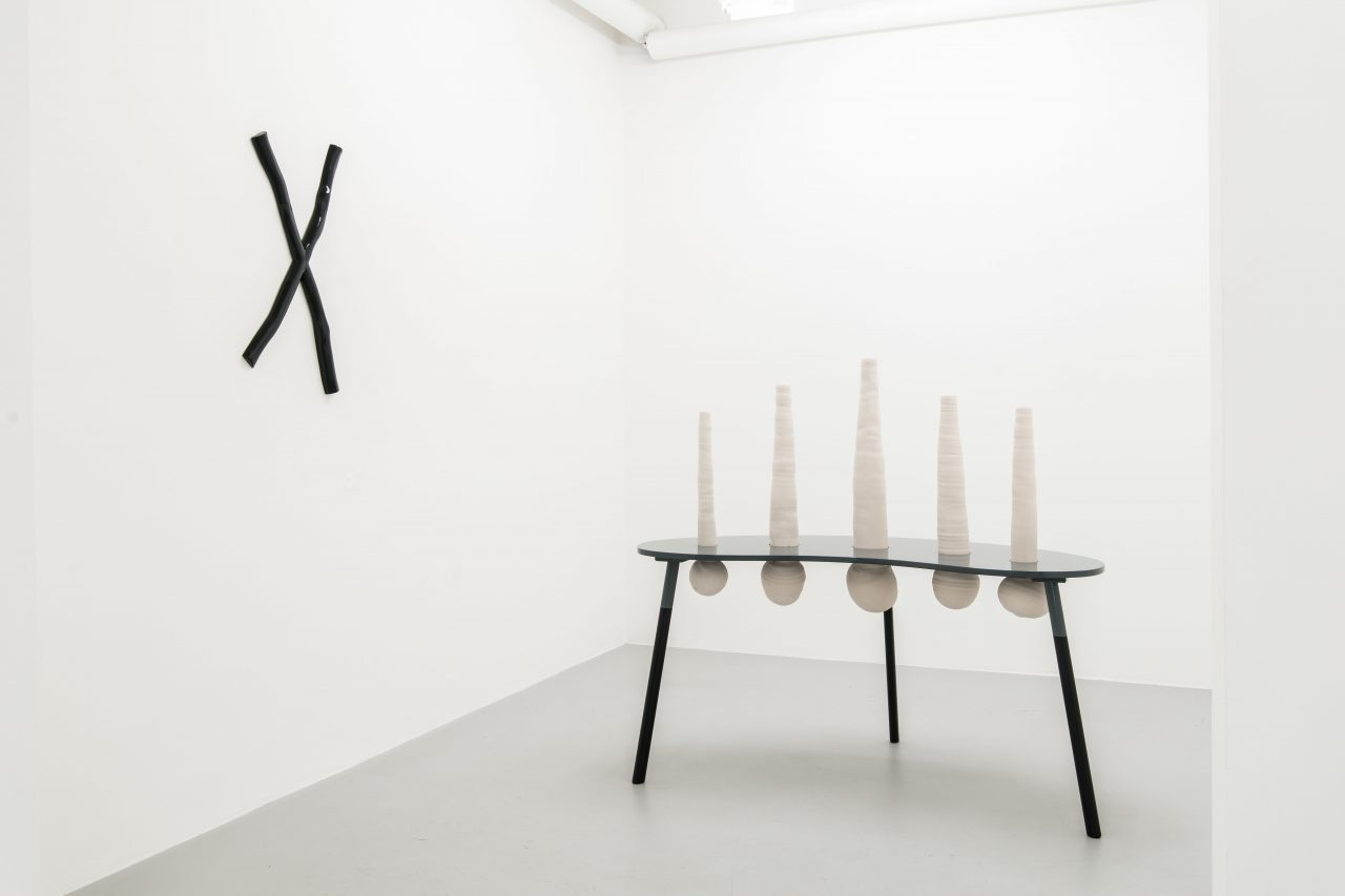 Cross and Irreversible matters I 65 x 40 x 5 I 120 x 165 x 80 cm