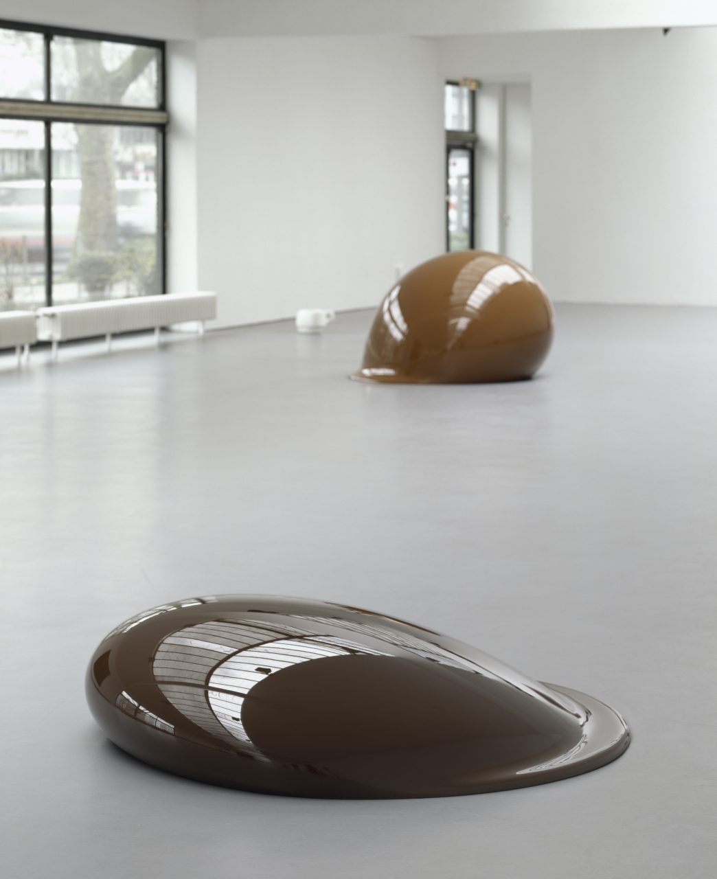 in the front: Untitled | 1994 | polyester resin | 38 x 160 x 149 cm | edition of 3 | exhibition view Kölnischer Kunstverein | Cologne 2001| photo: Jörg Hejkal