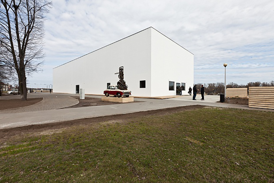 Contemporary art venue springs up at waterside Warsaw site