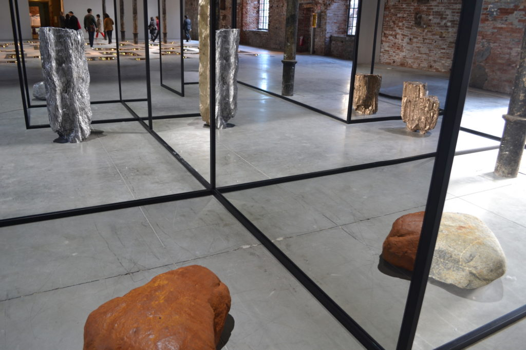 Mirrors on mirrors – ALICJA KWADE at the Venice Biennale