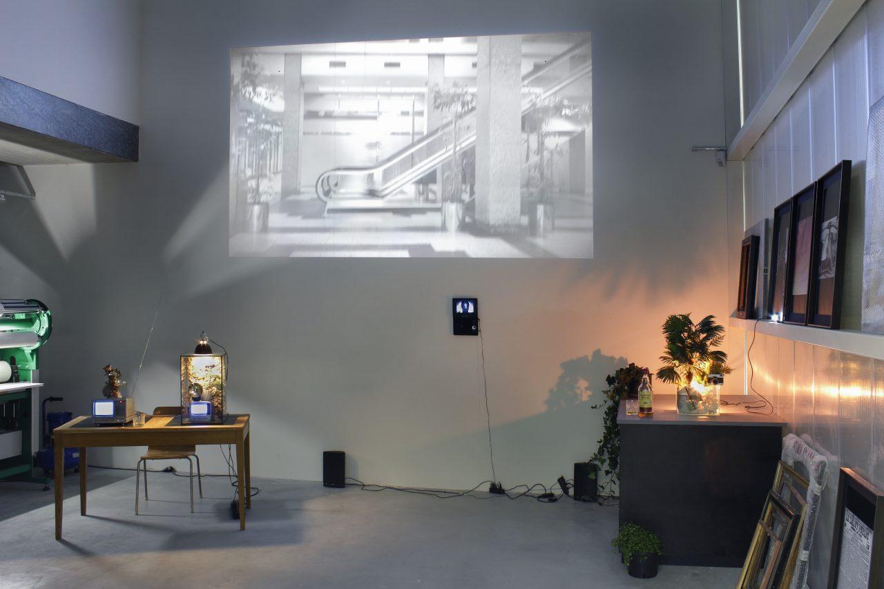 H A C K E R O N T H E R U N, video installation @Bilderrahmen Neumann / FAHRBEREITSCHAFT