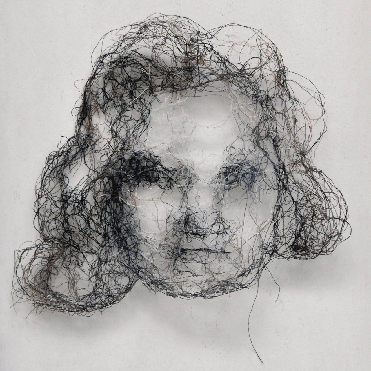 prtrait, threads, 19cm x 18cm x 1,5cm
