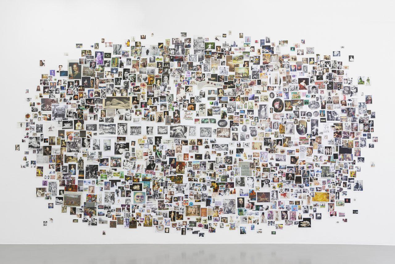 """""""cloud"""", 2017, div. prints on wall, ca. 300 x 400 cm (installationview, Gesellschaft für Aktuelle Kunst, 2017), photo: Franziska von den Driesch"""
