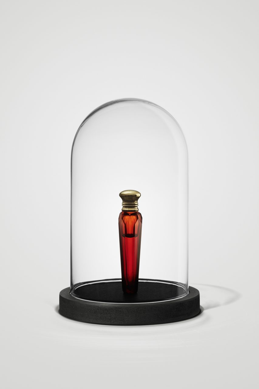 """""""Zyankali"""", 2018, glass flacon with gilded lid (1840 - 1900) , glass, liquid, wood, velvet, 21 x 14 cm, private collection"""