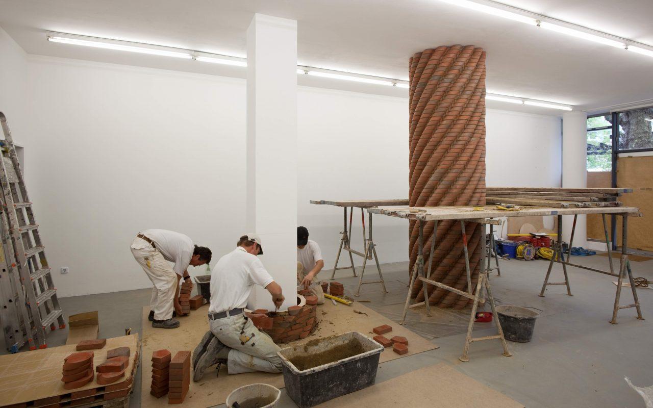 Modifikation–constantly climbing stones, 2009. (Install view. Kunstverein Ruhr, Essen)