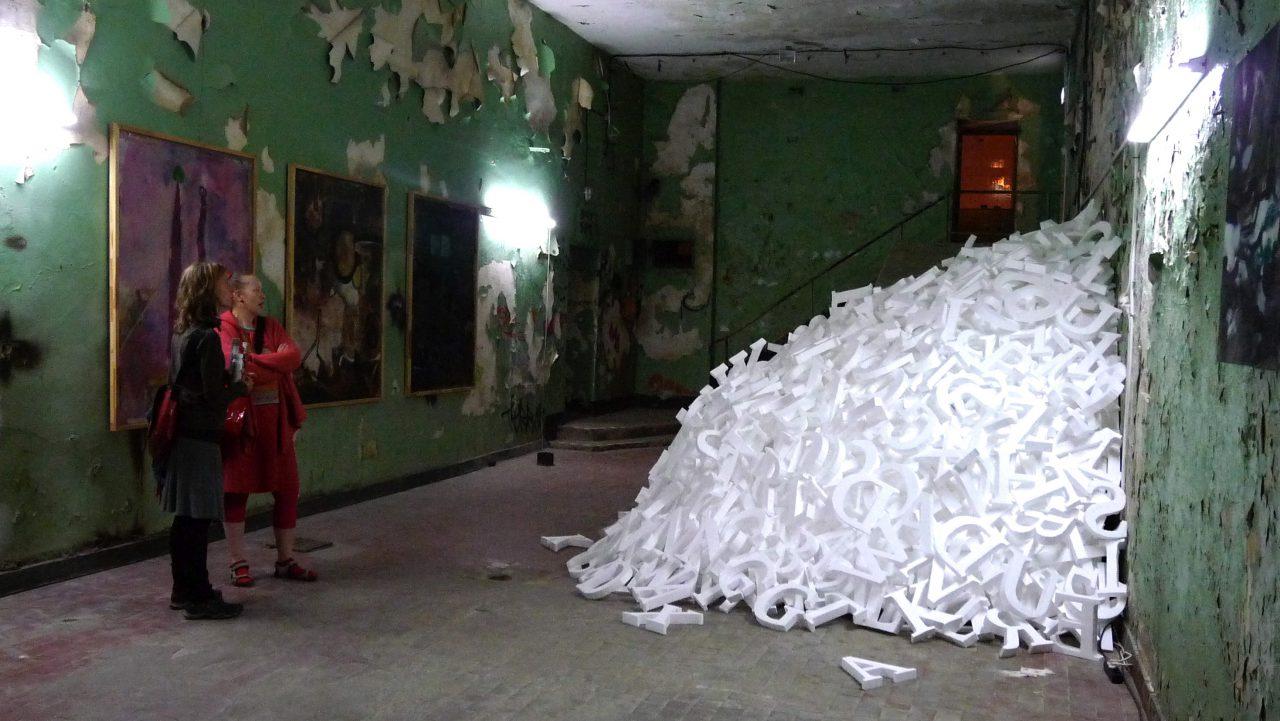 """""""FLUT"""", 1500 letters, Styrofoam, Ostrale in Wroclaw, 2016"""