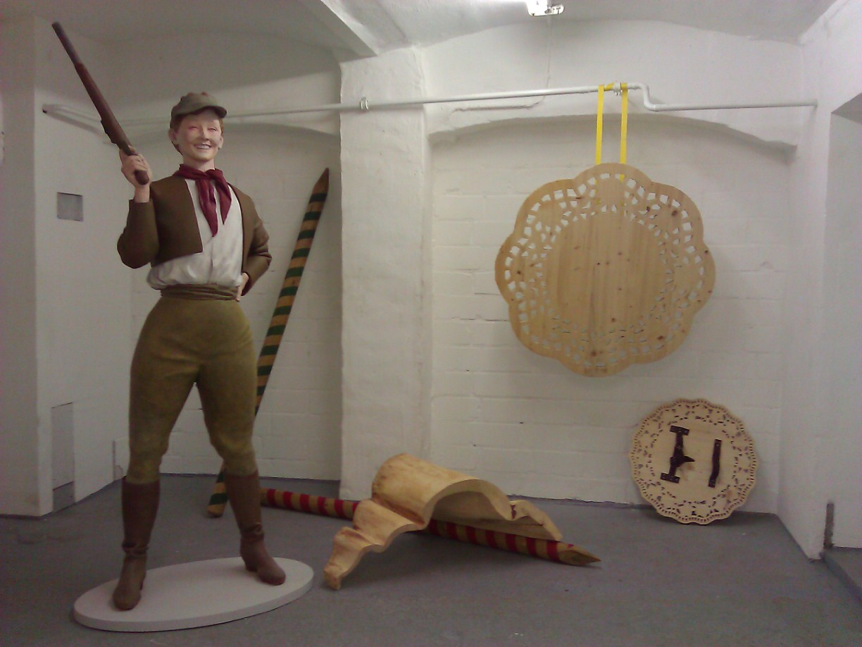 Last Man Standing, 2007, Epoxy, Acryl, Wood