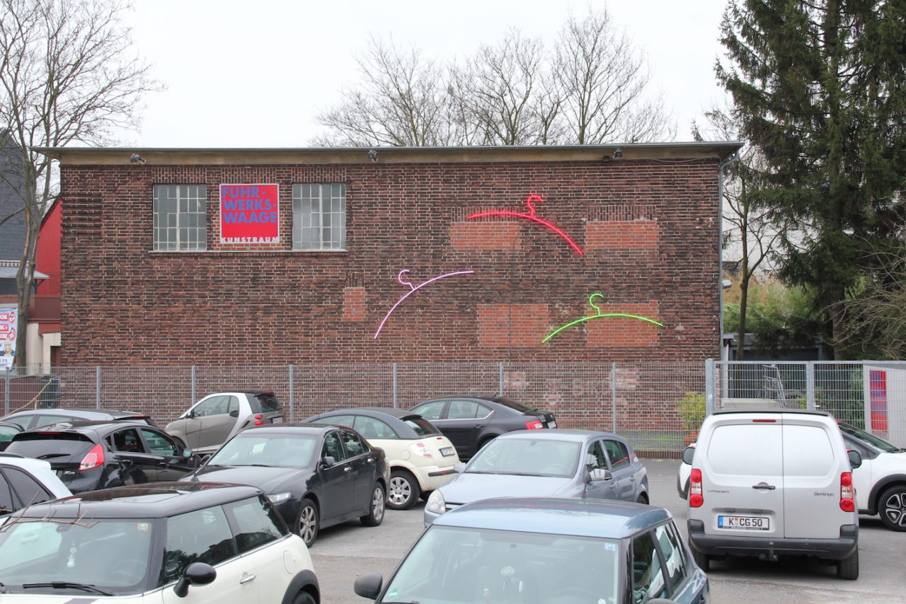 JOHN FANTE, 2017, Neon, Fuhrwerkswaage, Köln