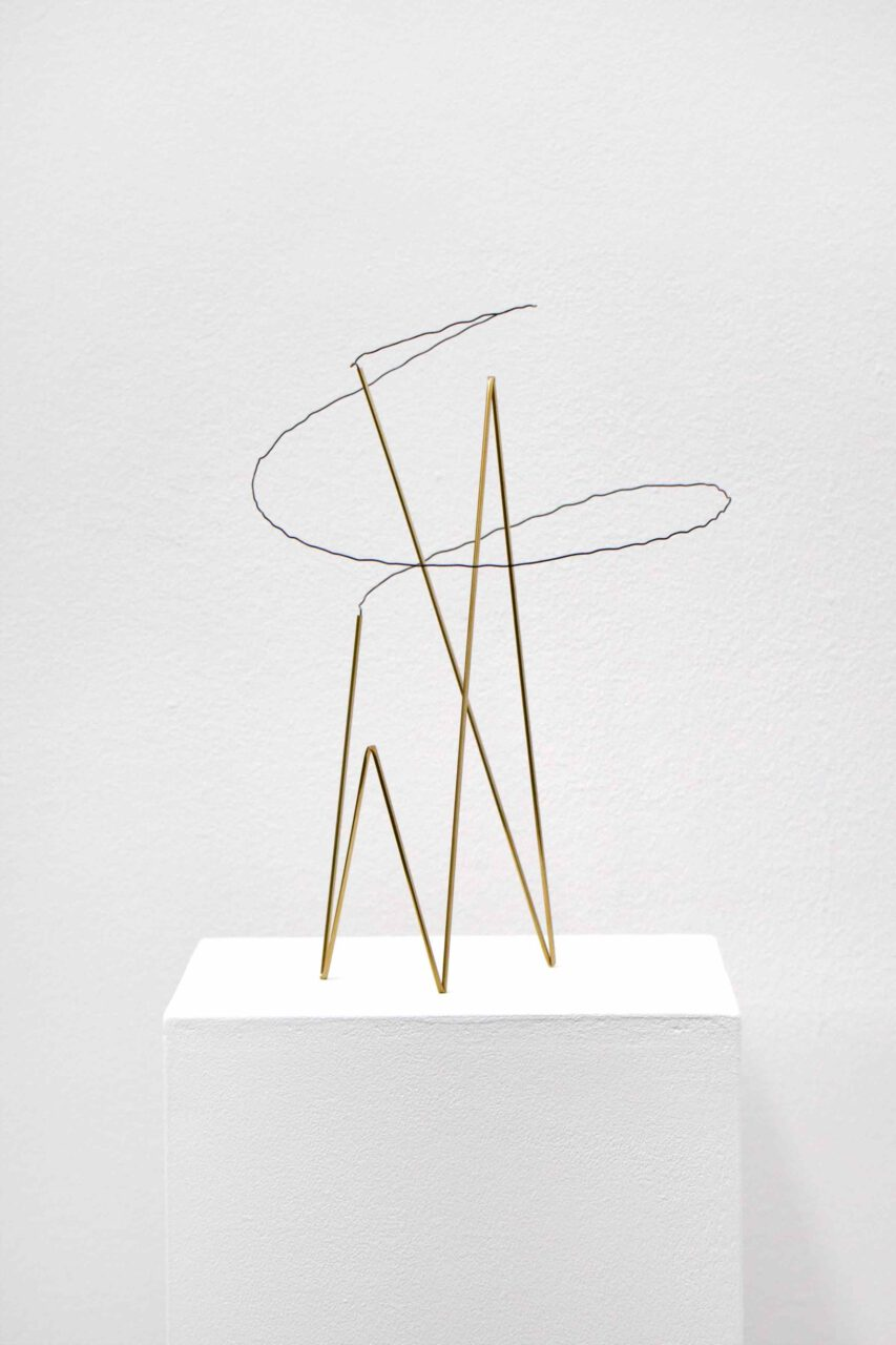 Spacedrawings_007 2020, brass, iron wire, 28 x 17 x 17 cm